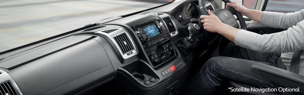 /image/85/5/boxer-interior-sat-nav.440855.jpg